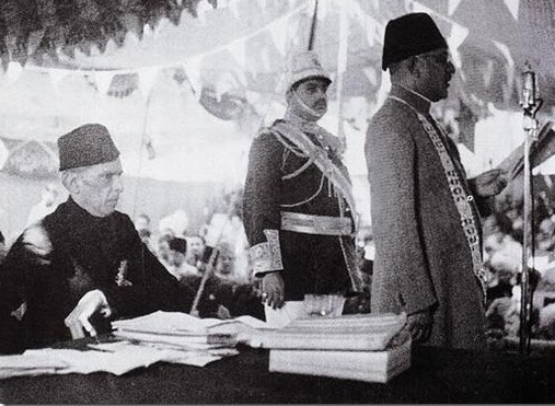 Quaid-i-Azam Muhammad Ali Jinnah welcomed by Nawab Mamdot in Lahore March 1940