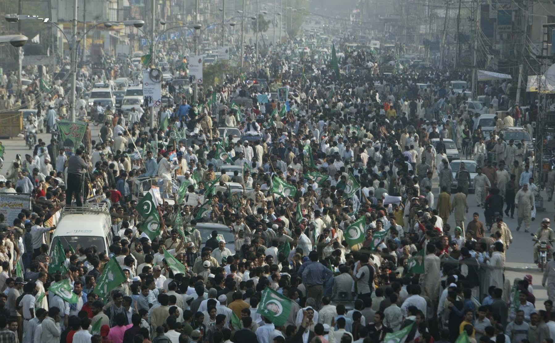 Nawaz Sharif Long March on Ferozpur Road lahore on March 15 2009