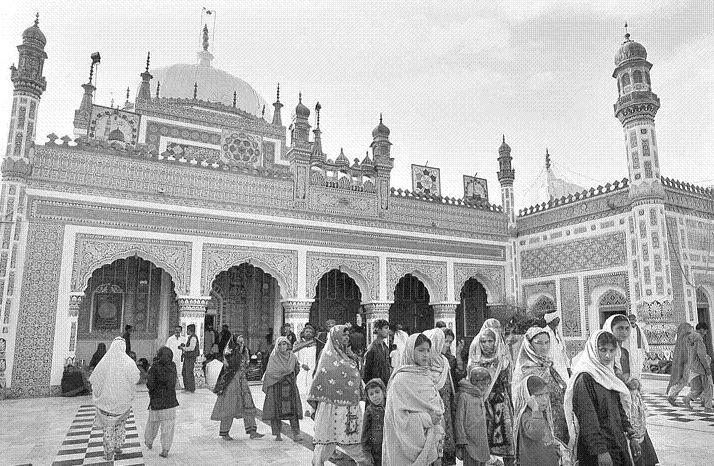 BhitShah - Devotees attending 267th Urs celebration of Hazat Shah Abdul latif Bhittai