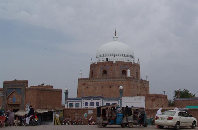 Hazrat Bahauddin Zakariya tomb in Multan 2