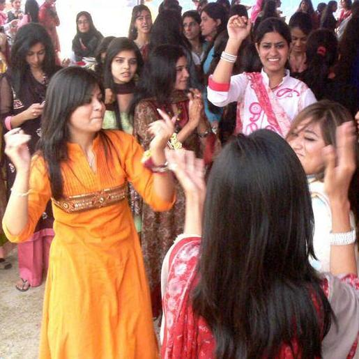 Girls Dance in Lahore College University Spring Festival