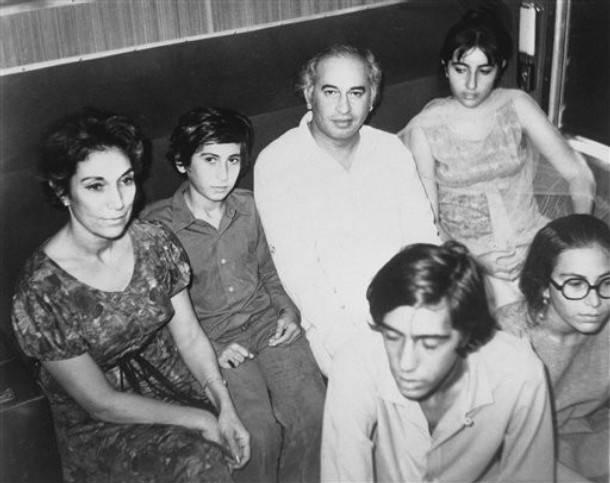 Zulfiqar Ali Bhutto With Family Nusrat Benazir Shahnawaz - Bhutto family
