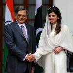 Hina Rabban Khar Pakistani FM Shake Hands with Indian FM S M Krishna