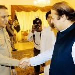 Nawaz Sharif and Kiyani hand shaking in APC