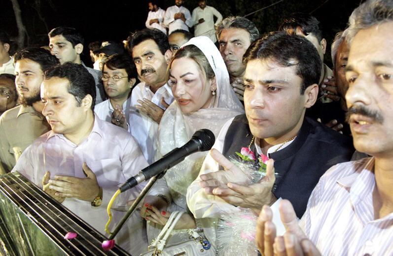 Hamza Shahbaz Sharif offering Dua for Nusrat Bhutto