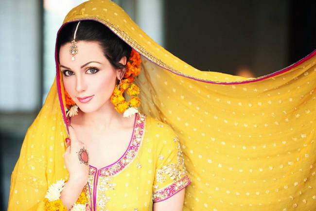 Mehndi Bridal Photoshoot : Aisha linnea bridal mehndi