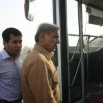 Shahbaz Sharif in a bus from model town to Minar e Pakistan 10