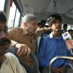 Shahbaz Sharif in a bus from model town to Minar e Pakistan 5