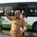 Shahbaz Sharif in a bus from model town to Minar e Pakistan 6