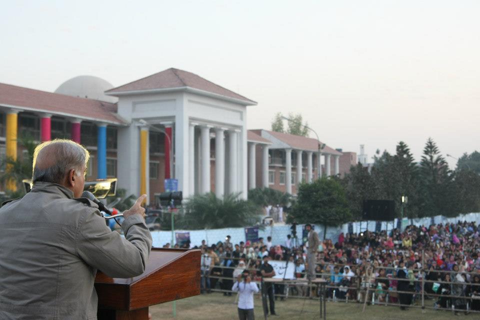 Shahbaz Sharif Distributing Youth Internship certificates in