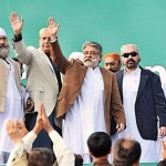 PML-F chief Pir Sibghatullah Shah Rashdi (Pir Pagaro), along with other party leaders, waves to the crowd during a public gathering against the SPLG Adhere on Friday