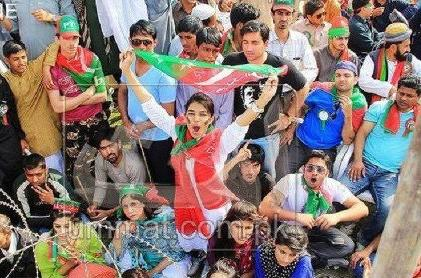 Imran-Khan-PTI-Jalsa-in-Lahore-Girl-and-