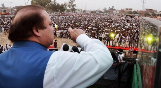 Nawaz Sharif PMLN addressing huge Jalsa in Yazman city district Bahawalpur (April 25, 2013)
