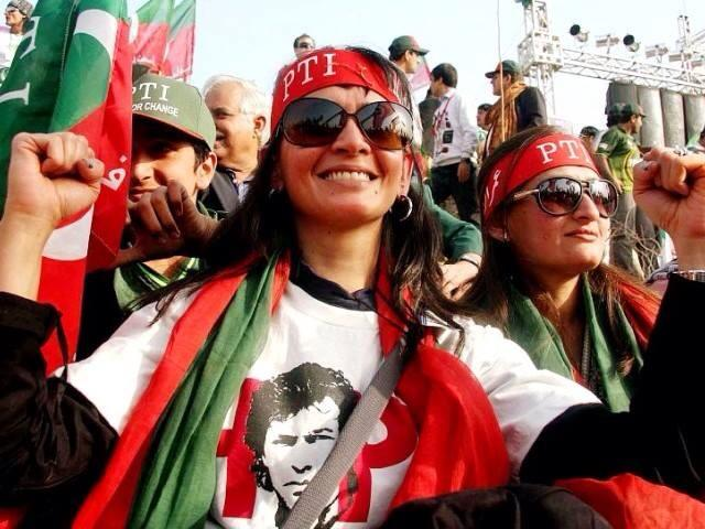 PTI Girls Dance in Islamabad Dharna 3