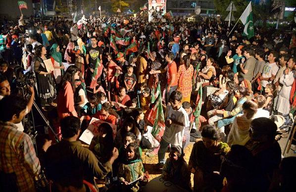 PTI Girls and Boys Dharna at Lalak Jaan Park Defence Lahore
