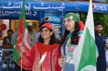 PTI Girls in Islamabad Dharna (Sitin)