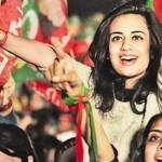 PTI Girls Pose in Imran Khan Islamabad Jalsa 1