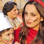 PTI Girls Pose in Imran Khan Islamabad Jalsa 3