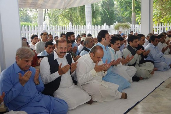 Shahbaz Sharif Offering Eid Prayer at Raiwind Lahore 4