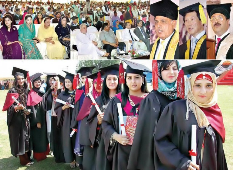 Barani University Rawalpindi Convocation 2016 - Governor Punjab Rafique Rajwana Addressing with Girls Students and Degrees