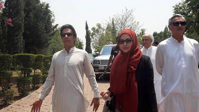 Imran Khan Walking in Bani Gala with Ayesha Nazir Butt, Jahangir Tareen and Ishaq Khakwani