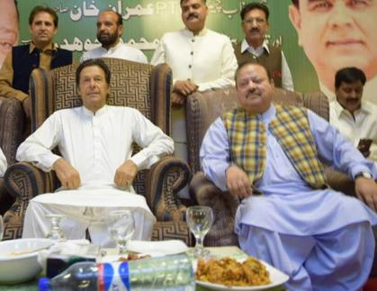 Sulatn Mahmood with Imran Khan in Islamabad Iftar Dinner