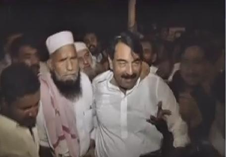 pmln-candidate-ch-tufail-jutt-with-pmln-workers-in-na-162-by-election