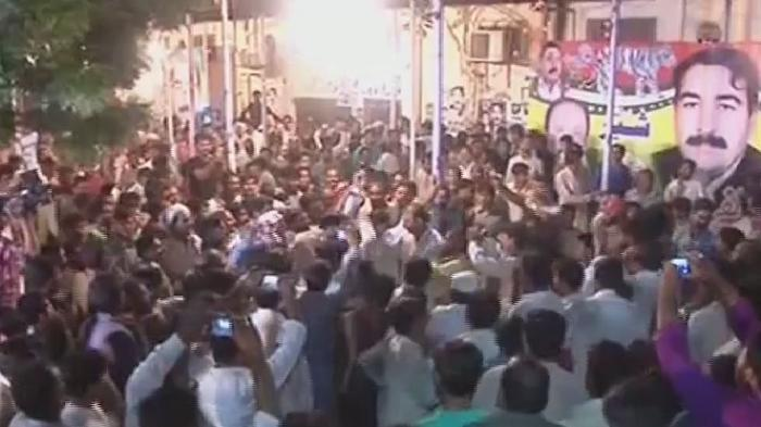 pmln-workers-celebrating-success-in-na-162-chichawatni-by-election-mna-elected-tufail-jutt
