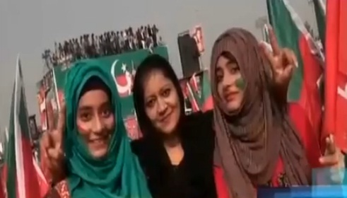 pti-girls-in-parade-ground-islamabad-2-11-2016